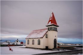 Old Grindavík Church was built by carpenter Tryggvi Árnason in the Ironworks district of Grindavík in 1909. Below the bright red roof and spire is a façade of galvanized iron. In 1982, Gamla Grindavíkurkirkja became a daycare center.