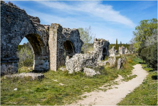 We took a 9km round trip to see the ruins of the Roman aquaduct.