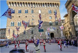 A flag throwing competition between Umbria and Florence.