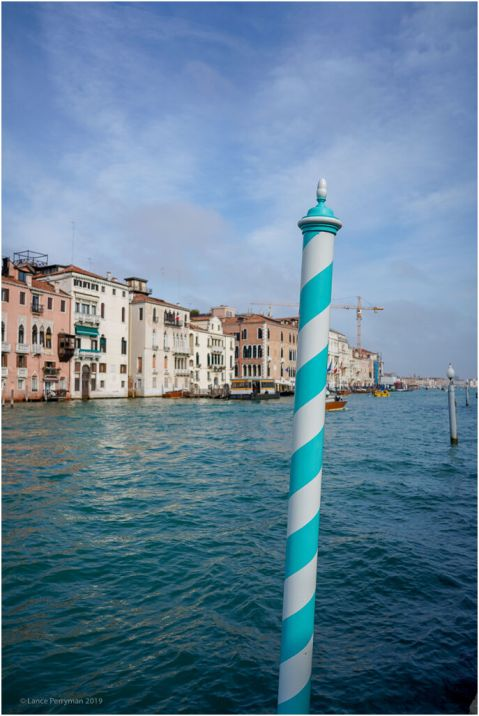 The pole also has a decorative function. The colours represent the family colours.
