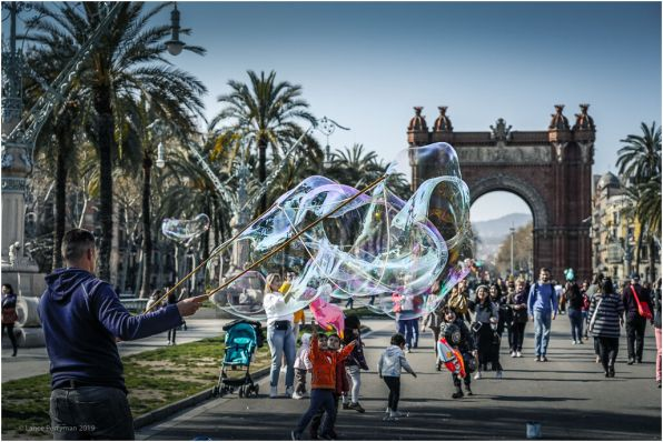 There are lots people entertaining the children with their bubble making prowess along this strip.